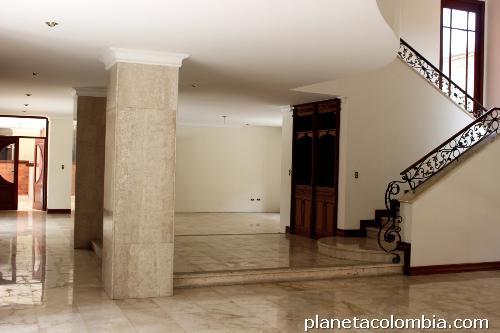 Fotos de hermosas mansiones tipo hotel en la ciudad de for Casas para la venta en ciudad jardin cali colombia