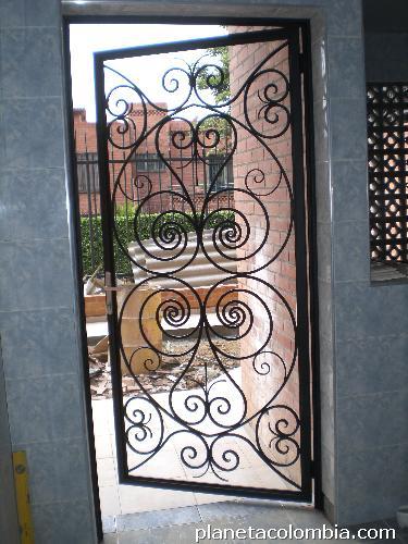 Fotos de fabricaci n hierro forjado rejas puerta for Puertas de hierro forjado para casas