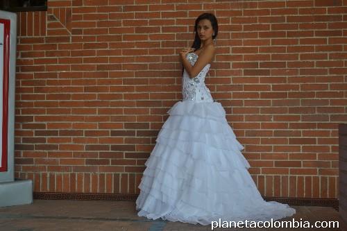 venta y alquiler de vestidos de novia y quince años en ibague: teléfono