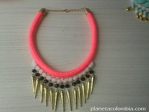 Collares y accesorios de moda para mujer en Santa Rosa De Cabal  teléfono 83bc3a51b68a