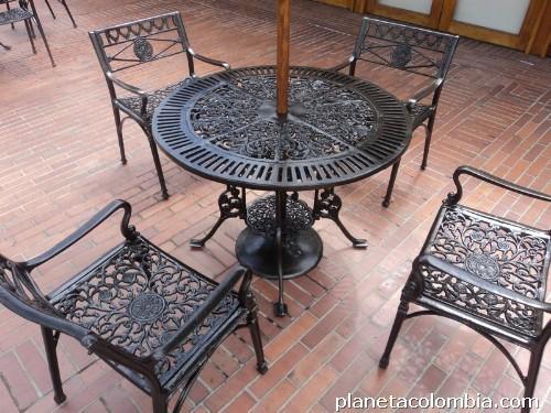 Casa en constructor mesas y sillas de jardin forja for Sillas de forja para jardin