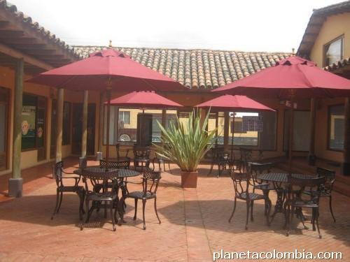 Fotos de muebles para jard n terrazas mesas y sillas en for Terrazas de kennedy