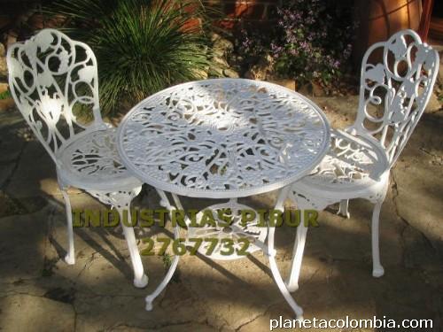 Fotos de muebles para exteriores jardines terrazas balc n for Conjuntos de muebles para balcon