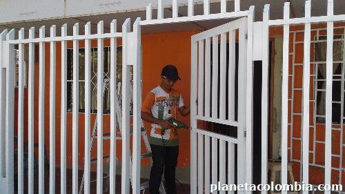 Fotos de ventanas puertas rejas cerramientos divisiones para ba o en aluminio en barranquilla - Rejas de aluminio ...
